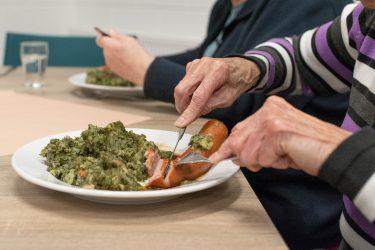 diner bejaardentehuis - gehospitaliseerde zorgprofessionals